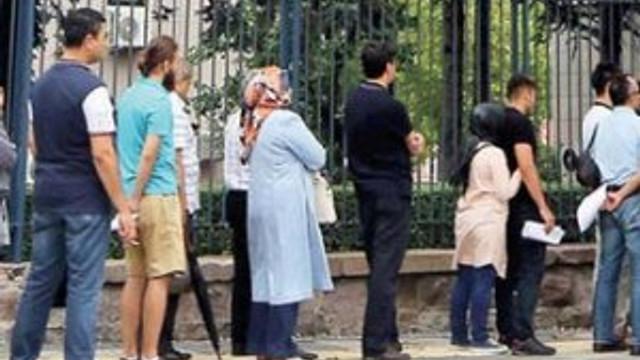 Başbakanlık önünde ''mağduruz'' kuyruğu