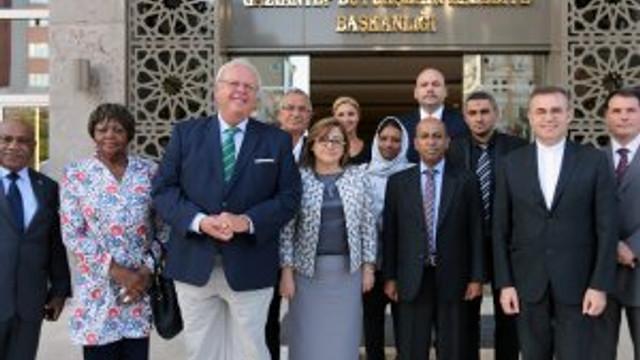 Dünya barışına katkı için Başkan Şahin'i ziyaret ettiler