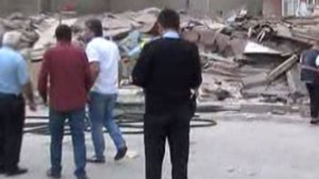 İstanbul Bağcılar'da bina çöktü !
