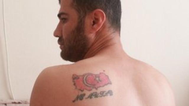 Sırtında Türk bayrağı dövmesi var diye işkence gördü !