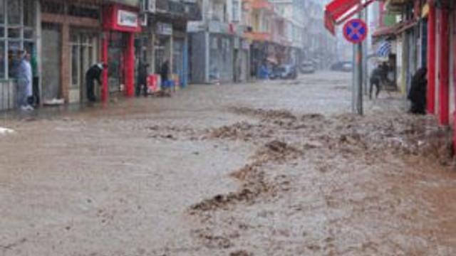 3 kişiyi yutan selin vurduğu bölge yıkılıyor