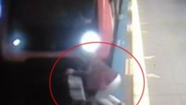 Metro istasyonunda korkunç intihar