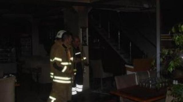 Restoranda gece çıkan yangın korkuttu