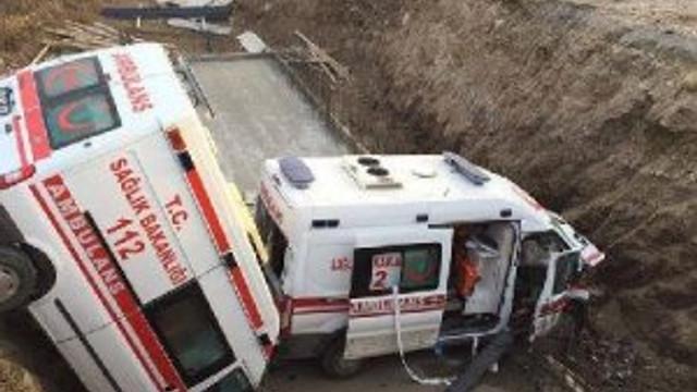 İki ambulans kaza yaptı:1'i ağır 4 yaralı