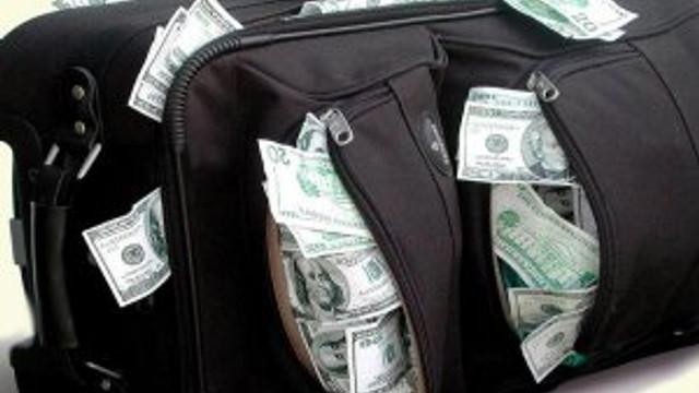 Para dolu valizle yakalandılar