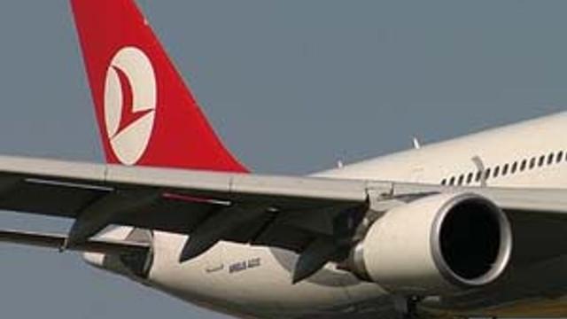 Geç kalan yolcu uçağı böyle indirtti !