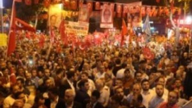 """Esenler'de """"Demokrasi Nöbeti"""" kesintisiz sürüyor"""