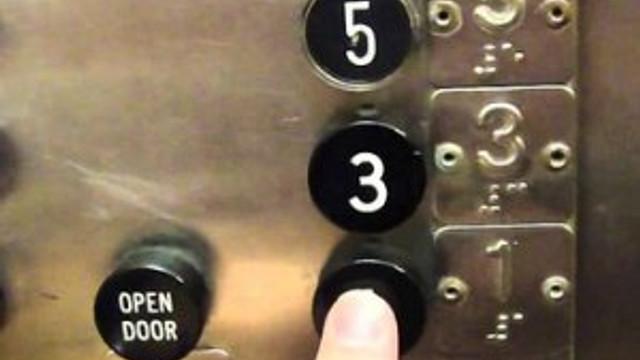 Bunu da gördük ! Engelli asansöründe fuhuş