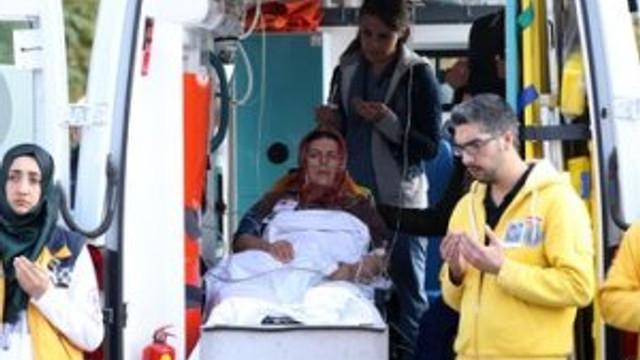 Şehit oğlunu ambulansın içinde uğurladı !