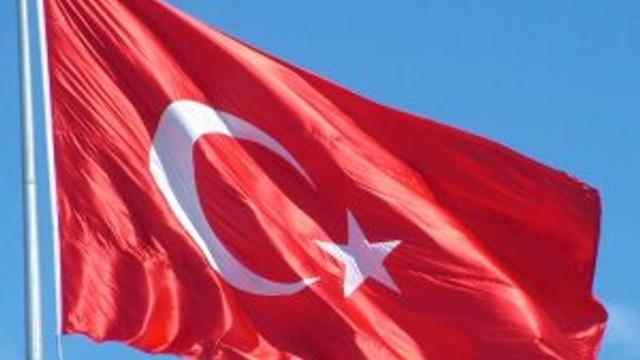 FETÖ okullarına Türk bayrağı yasağı