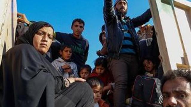 Musul'da çatışmaların ortasında kalan sivillerin kaçışı sürüyor