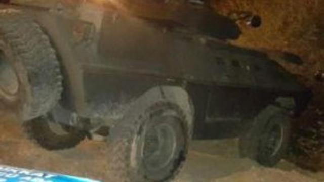 Zırhlı aracın geçişi sırasında patlama: 2 polis yaralı