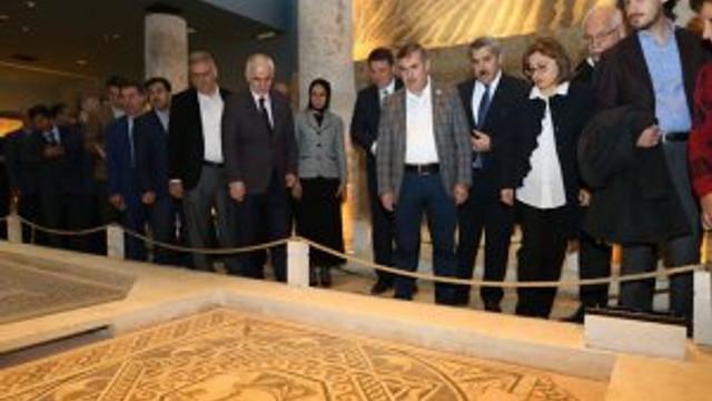 AK Parti Yerel Yönetim Başkanları Gaziantep'teydi