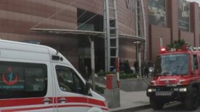 Üsküdar'da AVM'de çıkan yangın paniğe yol açtı