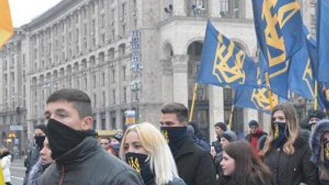 Ukrayna'da göstericiler Rus bankasını yağmaladı