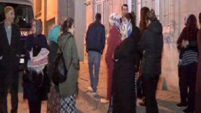 İstanbul'da deprem korkusuyla sabaha karşı sokağa çıktılar