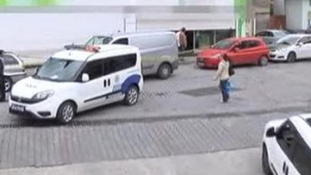 Yardım etmek için arabasına aldı soyuldu !