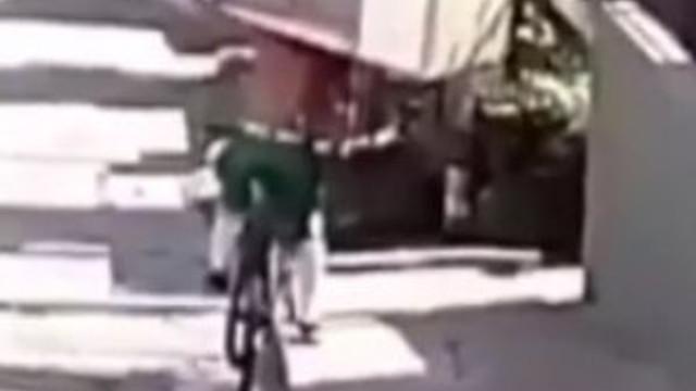 İnanılır gibi değil, bisikletle buzdolabı çaldı