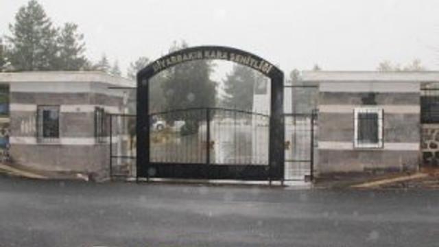 Şehitler mezarlığına hain saldırı