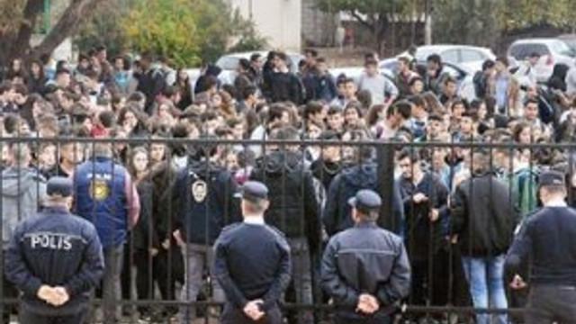 KKTC'de liselilerin saat isyanı