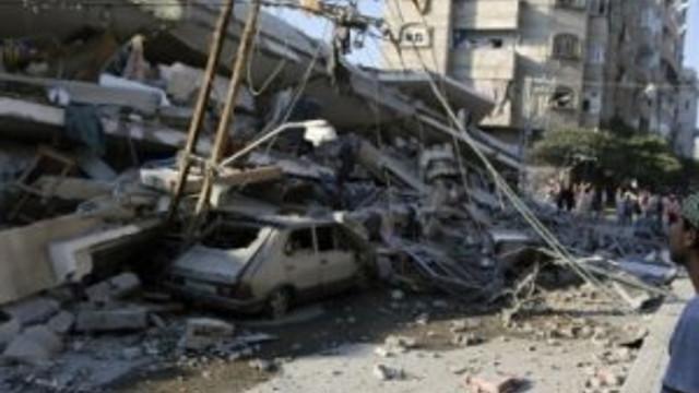 İsrail Gazze'yi iki kez vurdu