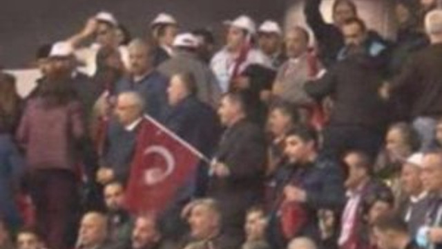 Erdoğan'ı protesto edip salondan çıktıları