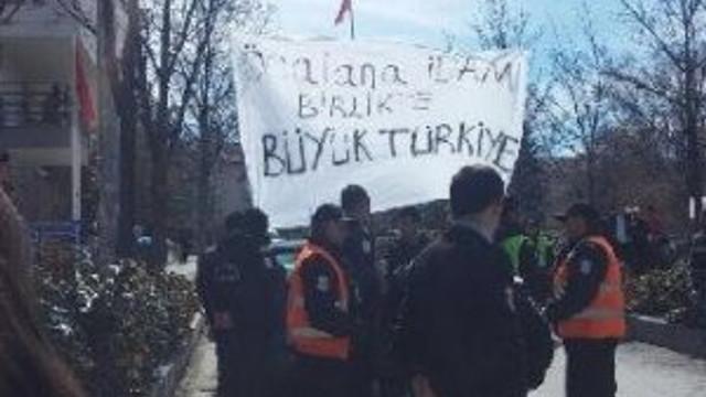 ''Öcalan'a idam'' pankartı asan öğrencilere saldırı !