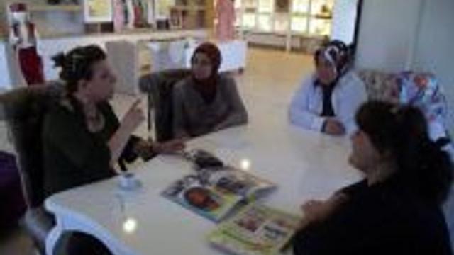 Gedizin Yöresel Kadın Kıyafetleri Kız Meslek Lisesinin Çıkardığı Nehir Dergisi İle Tanıtılacak