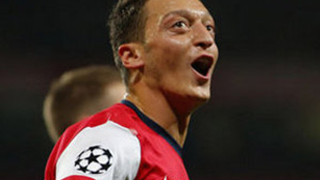 Mesut Özil'in peşini bırakmıyorlar