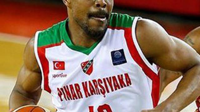 Pınar Karşıyaka avantajı kaptı.