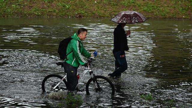 Sel nedeniyle binlerce kişi tahliye edildi !