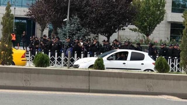 Ankara Büyükşehir Belediyesi önünde yoğun güvenlik önlemi