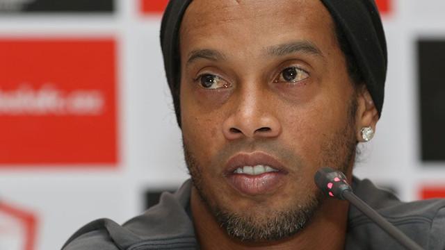Ronaldinho'dan Messi ve Barcelona itirafı