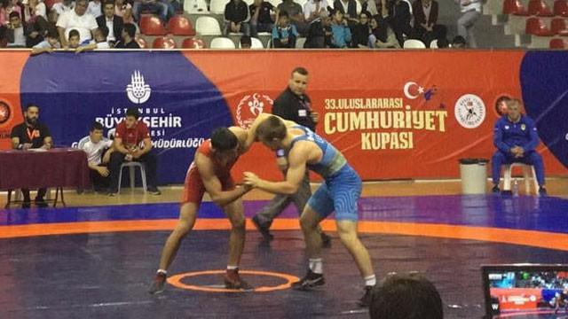 Türk güreşçilerden ilk günde 13 madalya