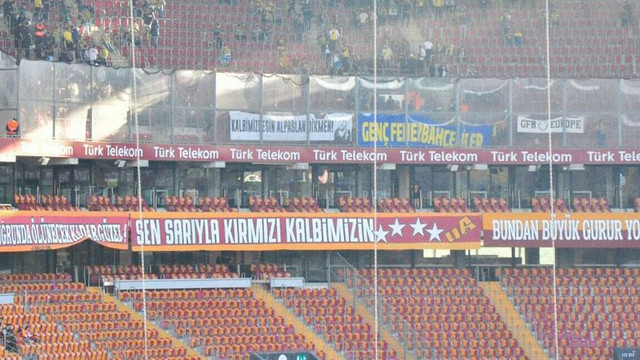 Fenerbahçe taraftarından Alpaslan Dikmen pankartı