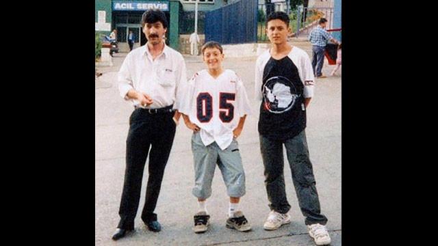 Mesut Özil'in çocukluk fotoğrafı sosyal medyayı salladı