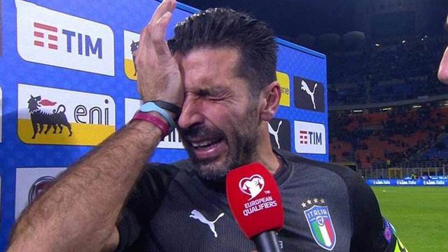 Buffon, gözyaşlarına boğuldu !