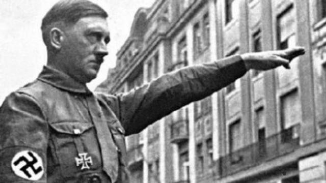 Hitler selamı başını yaktı
