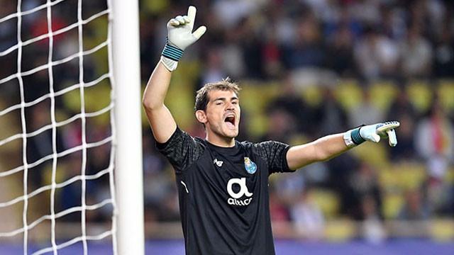 Casillas'tan Adriano'ya: ''Taraftarınız...''