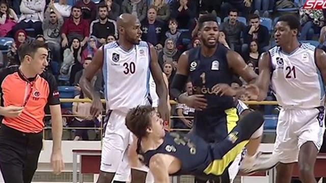 Olaylı maç Fenerbahçe Doğuş'un !