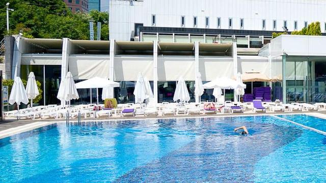 İstanbul'da AK Partili belediye açık havuzu yasakladı