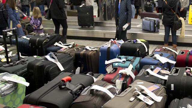 Uçağa binecekler dikkat ! Havayolları bu valizleri yasakladı