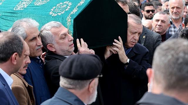 Cumhurbaşkanı Erdoğan tabuta omuz verdi