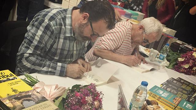 Zafer Algöz ve Can Yılmaz 8 saat kitap imzaladı