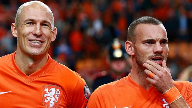 Sneijder ve Robben Advocaat'ı istemiyor