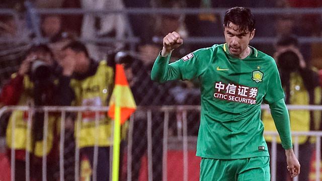 Burak Yılmaz Çin Ligi'nde gol krallığına oynuyor