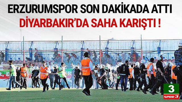Erzurumspor'un golü sonrası Amedspor taraftarları sahayı bastı