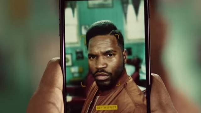 Yeni iPhone 7 Plus reklamı berberlerin işine yaradı