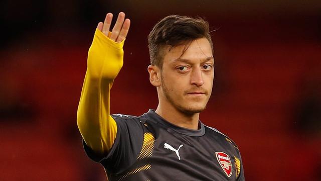 Mesut Özil'e PSG'den davet var