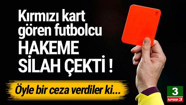 Kırmızı kart gören futbolcu hakeme silah çekti !